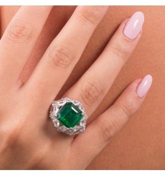 Anello con pietra ottagonale smeraldo