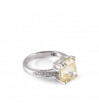 Solitaire big squared fancy stone ring
